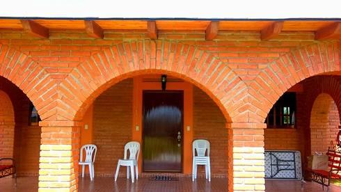 CABAÑA EN ATOTONILCO EL GRANDE HGO : Terrazas de estilo  por OMR ARQUITECTURA & DISEÑO DE INTERIORES