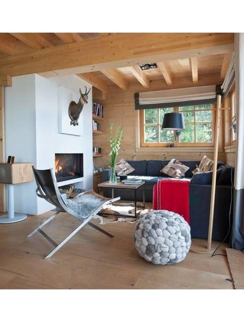 Exemples de realisations: Salon de style de style Moderne par Copper Beech sprl