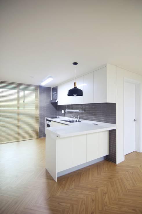 Dining room by Light&Salt Design