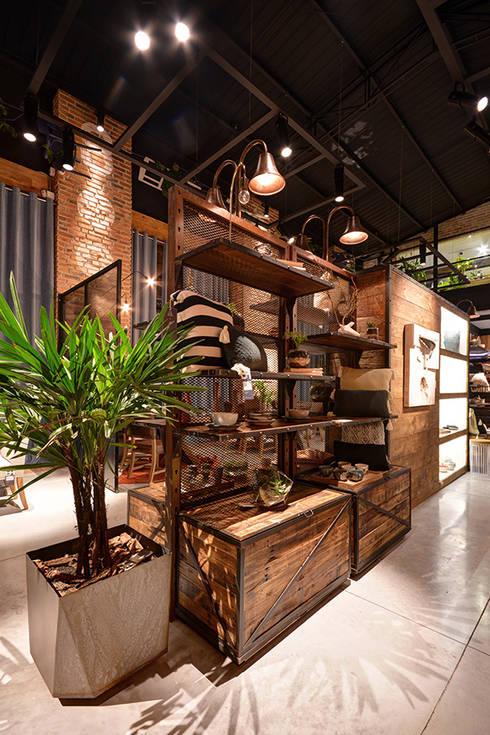 Showroom: Salas de estilo rústico por The Blue House