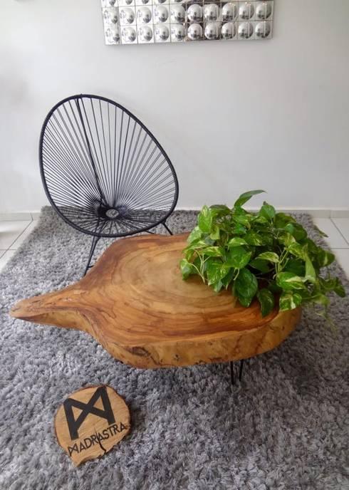 Muebles sobre diseño: Salas de estilo rústico por MADRASTRA