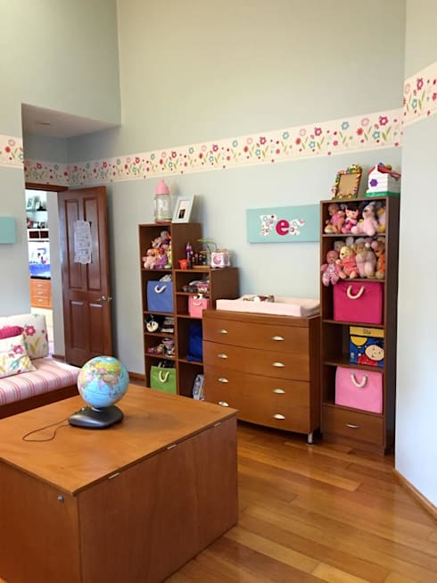 modern Nursery/kid's room by TALLER TAMI