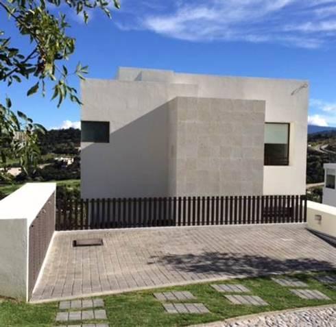 CASA LA VISTA: Casas de estilo moderno por Intarq