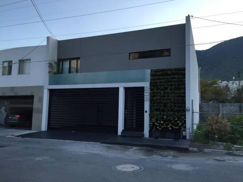 Casa Turquesa: Casas de estilo moderno por The arkch's Arquitectos