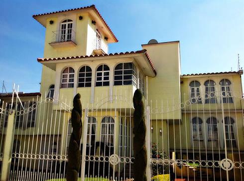 Residencia Ecologica: Casas de estilo moderno por Constructora La Iliada