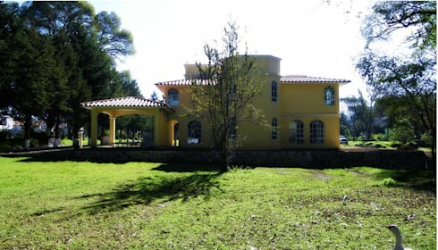 Residencia Campestre: Casas de estilo moderno por Constructora La Iliada