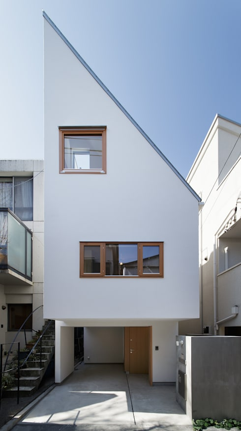 白金の家: アトリエ スピノザが手掛けた家です。