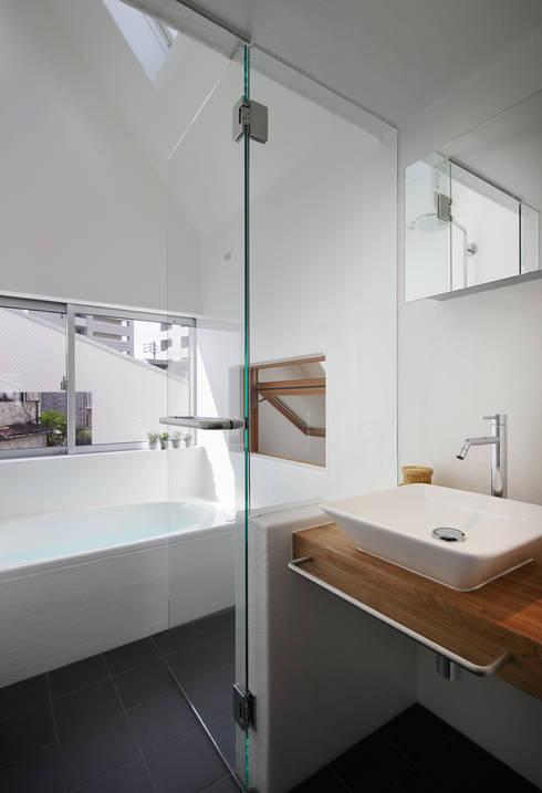 modern Bathroom by アトリエ スピノザ