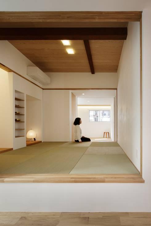 Projekty,  Sypialnia zaprojektowane przez アトリエ スピノザ