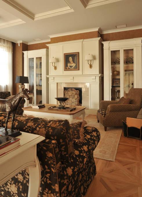 House in Darmstadt: Salon de style  par Petr Kozeykin Designs LLC, 'PS Pierreswatch'