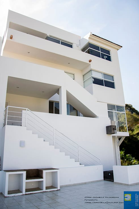 Terrace by Excelencia en Diseño