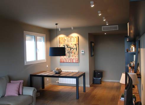 Iluminación Interiores: Salón: Salones De Estilo Moderno De OutSide BCN LED  Lighting