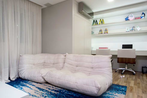 Sala Intima e Home Office com espaço para fantasias e brinquedos: Escritórios  por Karla Silva Designer de Interiores