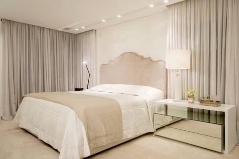 Suite do Casal: Quartos  por Karla Silva Designer de Interiores