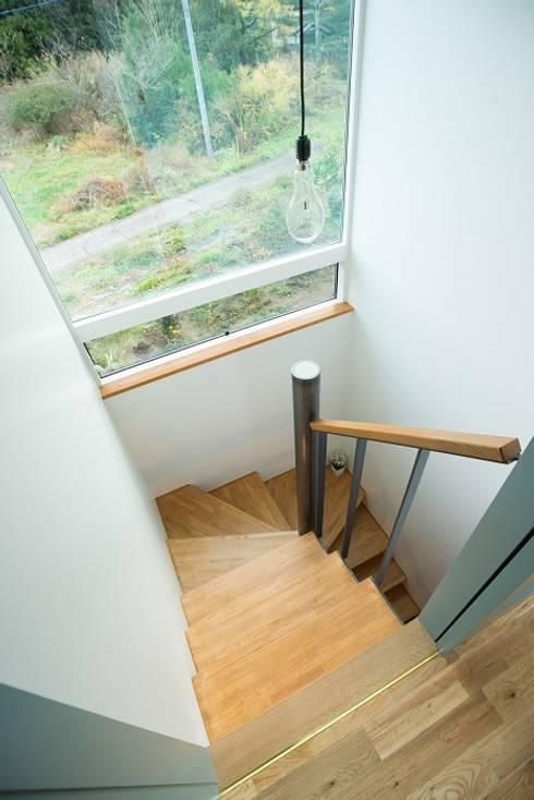 Projekty,  Korytarz, hol i schody zaprojektowane przez タイラ ヤスヒロ建築設計事務所/taira yasuhiro architect & associates