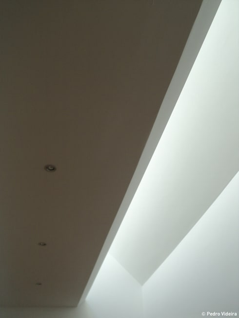 Casa SFA: Janelas   por PeC Arquitectos