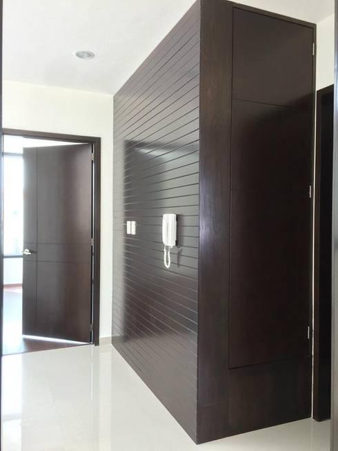 Corridor & hallway by disain arquitectos