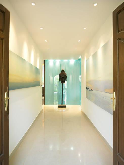Casa Particular: Pasillos y vestíbulos de estilo  de Bondian Living