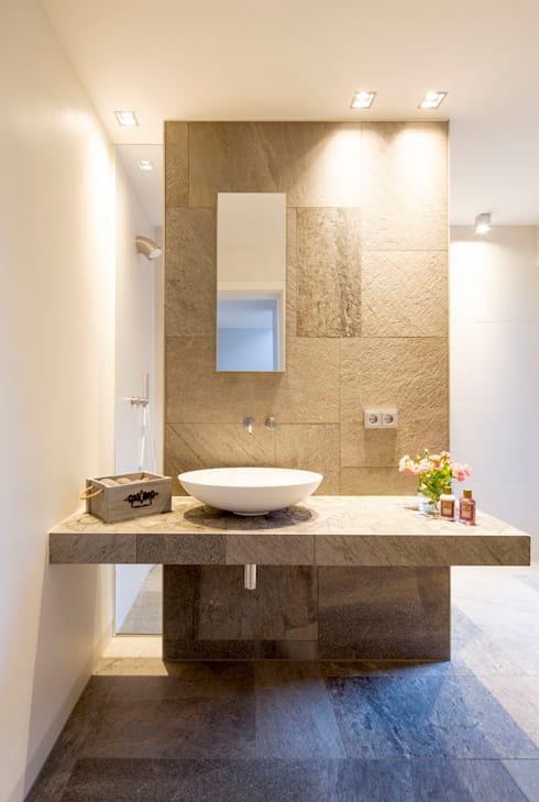 minimalistic Bathroom by Architektur Jansen