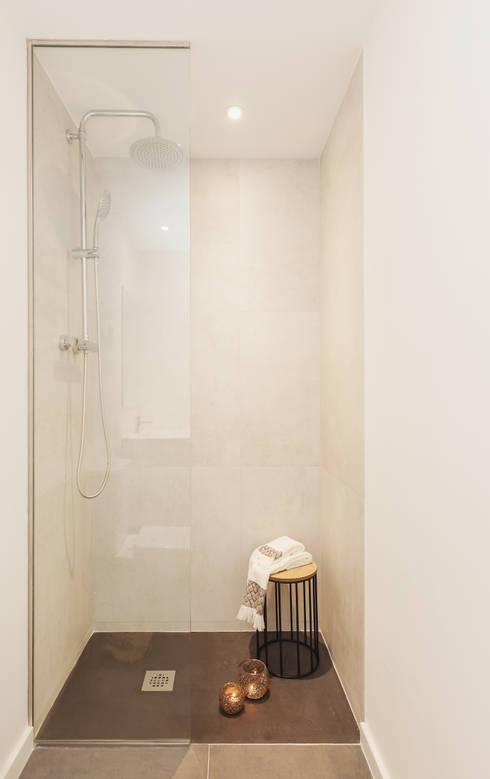 Baños de estilo moderno por Markham Stagers