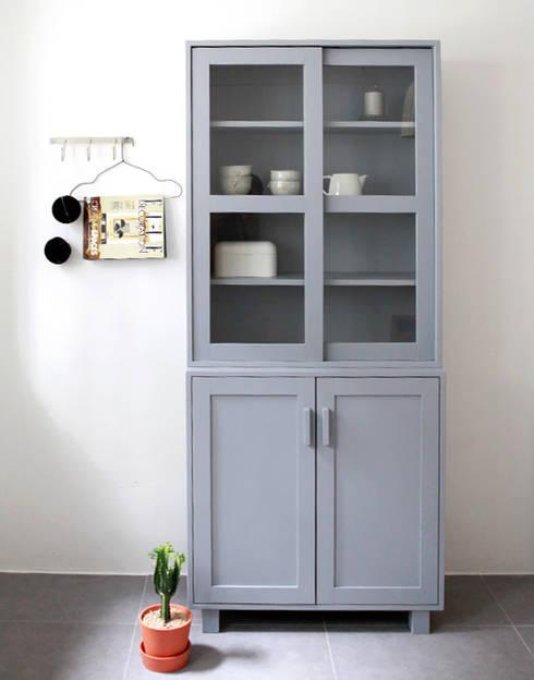프렌치그레이그릇장: 폴앤리나 paul&lina의  주방