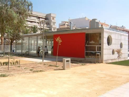 Cafetería: Jardines de estilo moderno de NUÑO ARQUITECTOS