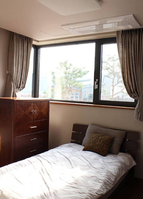 부천 까치울마을 단독주택 [패브릭 홈스타일링]: 모린홈의  침실