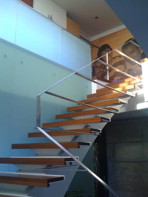 Casa DP: Corredores e halls de entrada  por PeC Arquitectos