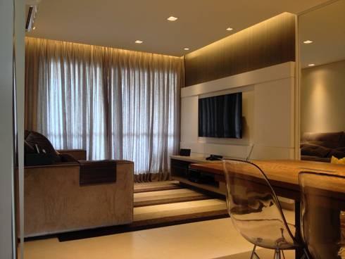 Living:   por Emerson Penso Arquitetura e Interiores