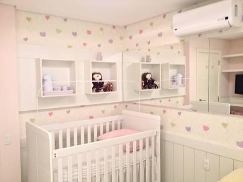 Quarto Bebê:   por Emerson Penso Arquitetura e Interiores