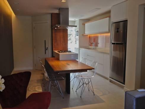 Entrada e Gourmet:   por Emerson Penso Arquitetura e Interiores