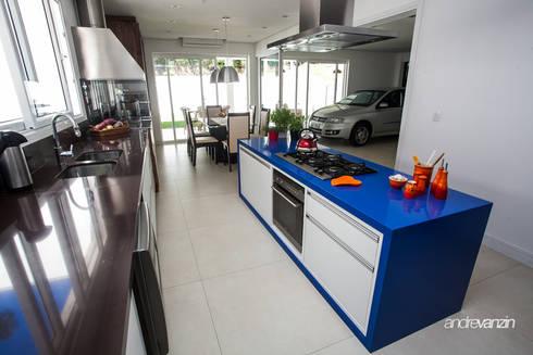 Cozinha: Cozinhas modernas por Roma Arquitetura