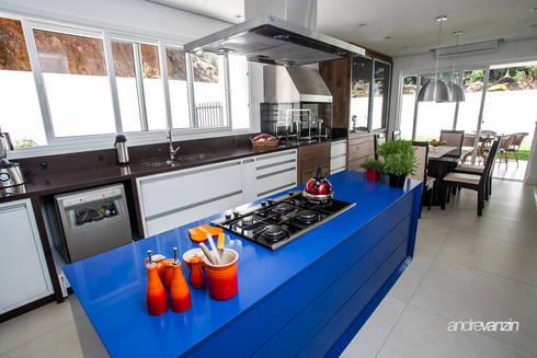 Cozinha : Cozinhas modernas por Roma Arquitetura