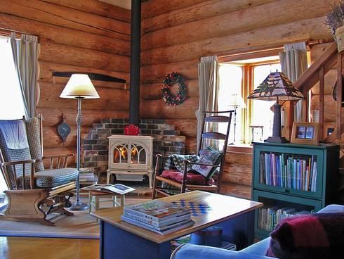 カントリースタイルのリビング: Cottage Style / コテージスタイルが手掛けたリビングです。