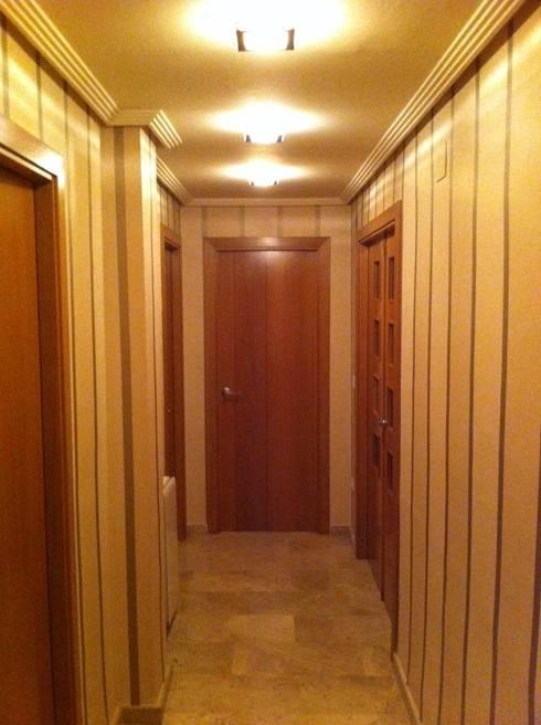 Pasillos y recibidores de estilo  por acertus