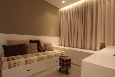 Residência Bacelar : Quartos  por Ana Carolina Cardoso Arquitetura e Design