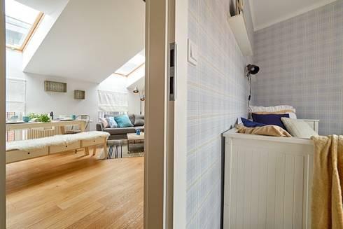 Corredores, halls e escadas escandinavos por DreamHouse.info.pl