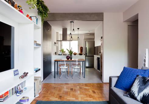 Sala e Cozinha: Cozinhas ecléticas por INÁ Arquitetura