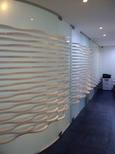 SPA- Muro acceso consultorios: Spa de estilo moderno por Mako laboratorio
