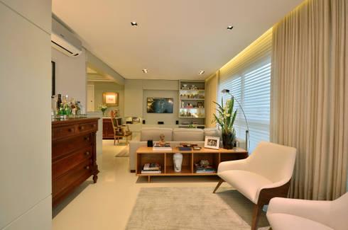 Sala de estar: Salas de estar modernas por Stúdio Márcio Verza