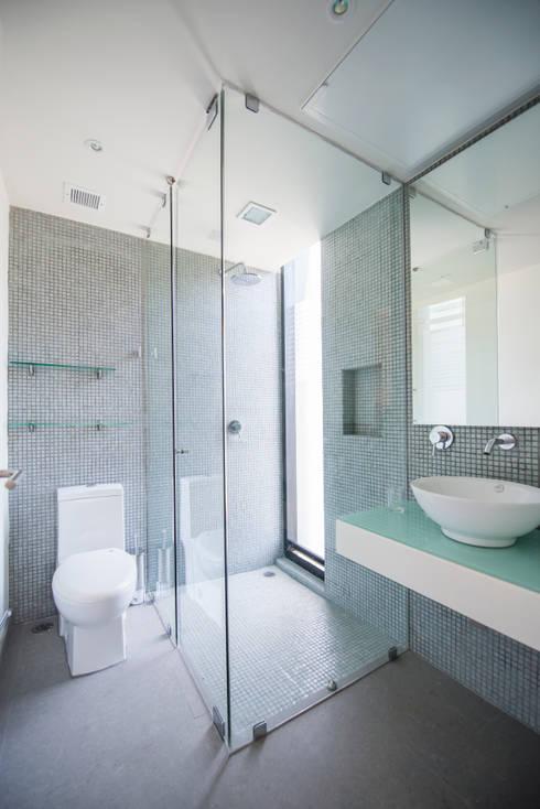 BAÑO: Baños de estilo  por ESTUDIO TANGUMA