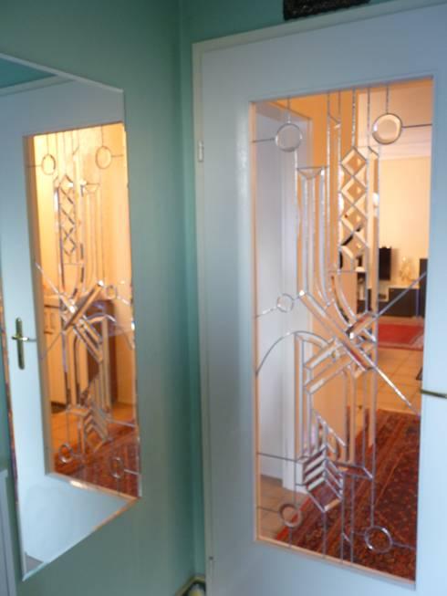 farbloses Glas in seiner schönsten Form: moderne Fenster & Tür von GLAS +ACHAT