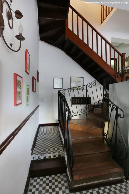 Restaurante Allez, Allez! Vila Madalena - SP: Corredores e halls de entrada  por Antonio Armando Arquitetura & Design