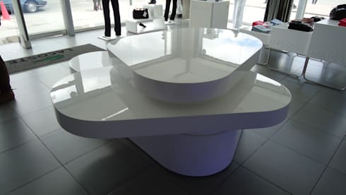 TIENDA LACOSTE BOGOTA - Mueble exhibición : Oficinas y tiendas de estilo  por Mako laboratorio