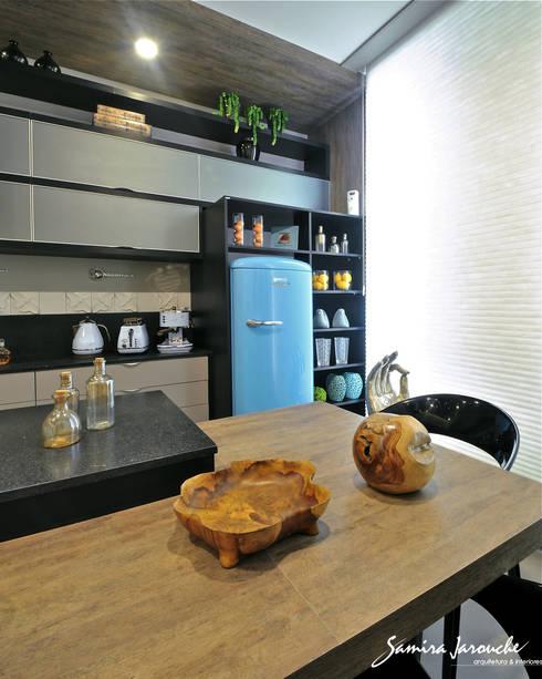 Cozinha Gourmand Lounge: Cozinhas  por Samira Jarouche Arquitetura & Interiores