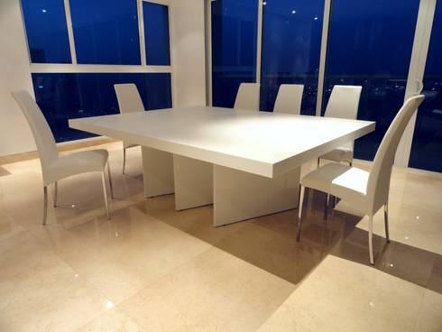 APTO SR. CARTAGENA - Mesa de Comedor: Comedor de estilo  por Mako laboratorio