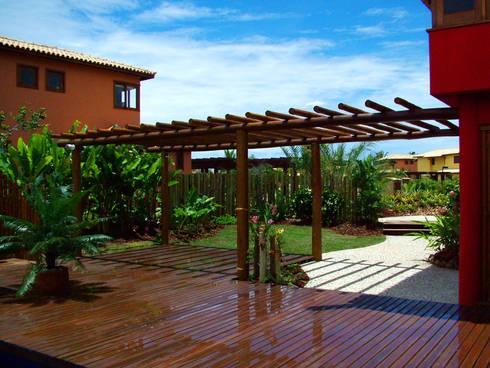 Jardim Residencial - Sauípe BA: Jardins tropicais por Proflora