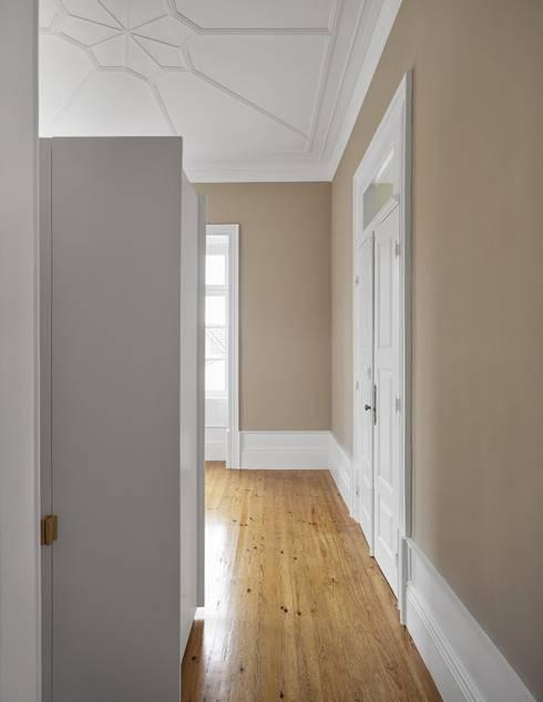 Recuperação de casa em Ovar: Quartos modernos por Nelson Resende, Arquitecto