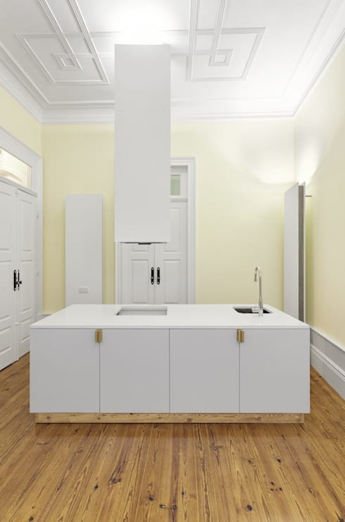 Recuperação de casa em Ovar: Cozinhas modernas por Nelson Resende, Arquitecto