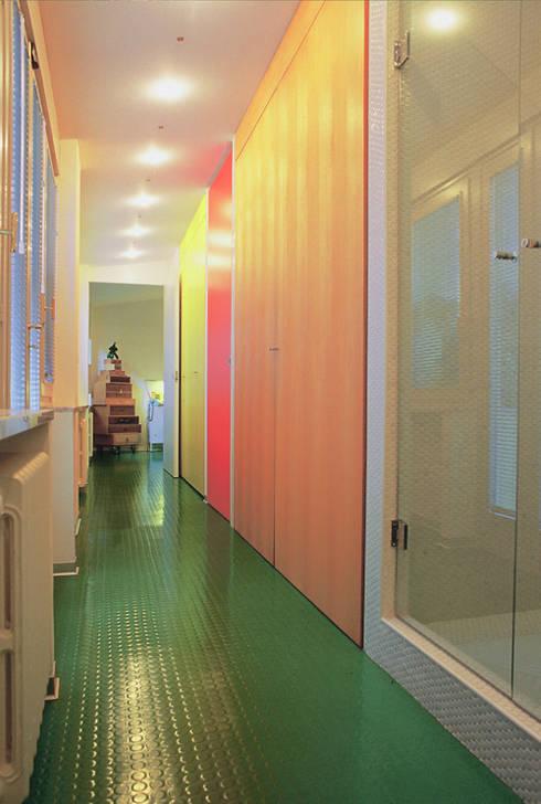 Bagno armadio: Bagno in stile in stile Moderno di Di Origine Progettuale DOParchitetti